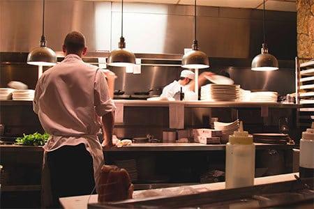 chef de cuisine dans un restaurant
